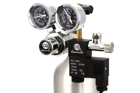 Dual gauge CO2-regulator monterad på cylindern